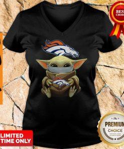Top Baby Yoda Face Mask Denver Broncos Tee V-neck