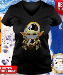 Top Star Wars Baby Yoda Face Mask Washington Redskins V-neck