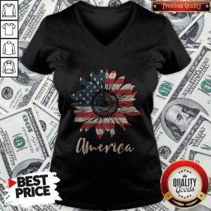 Top Sunflower America Happy Independence Day V-neck