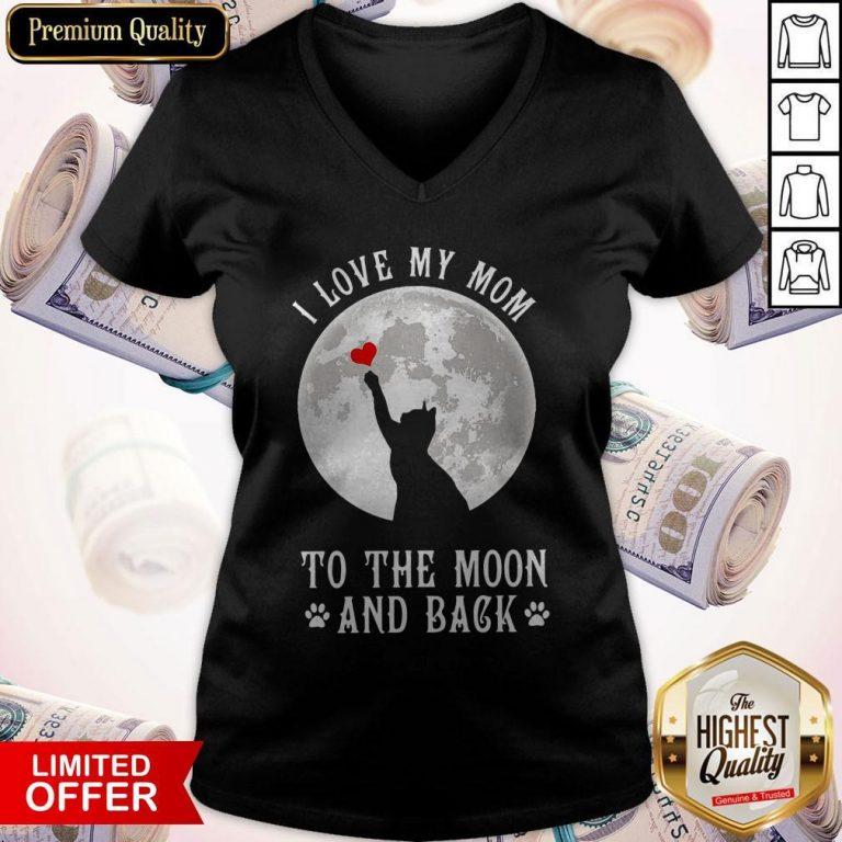 Original I Love Mom To The Moon And Back V-neck