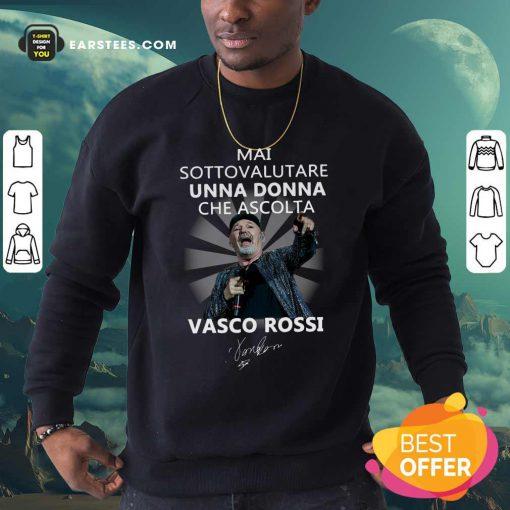 Mai Sottovalutare Una Donna Che Ascolta Vasco Rossi Signature Sweatshirt- Design By Earstees.com