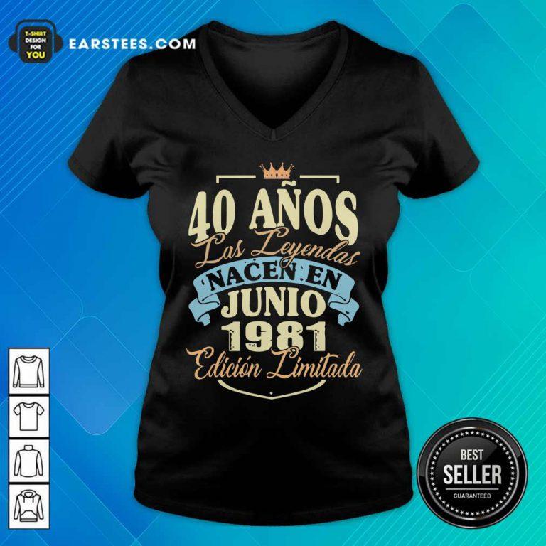 40 Anos Las Leyendas Junio 1981 V-neck